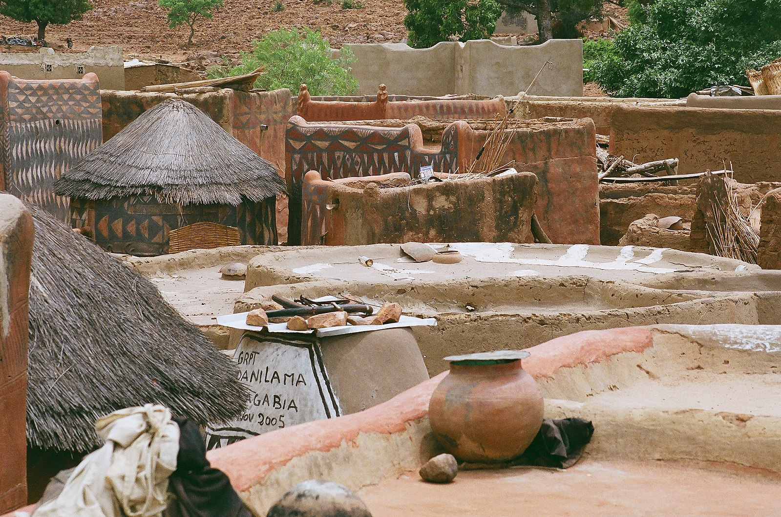 https://commons.wikimedia.org/wiki/File:Tiebele_village_in_Burkina_Faso_02.jpg
